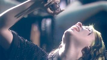 Билли Айлиш впервые исполнила вживую песню из фильма про Джеймса Бонда