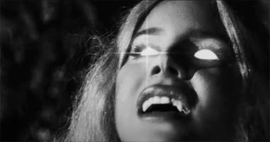 Лана Дель Рей представила новый клип, в котором превращается в оборотня