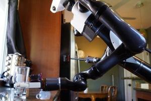 Японцы представили уникального робота-помощника по дому